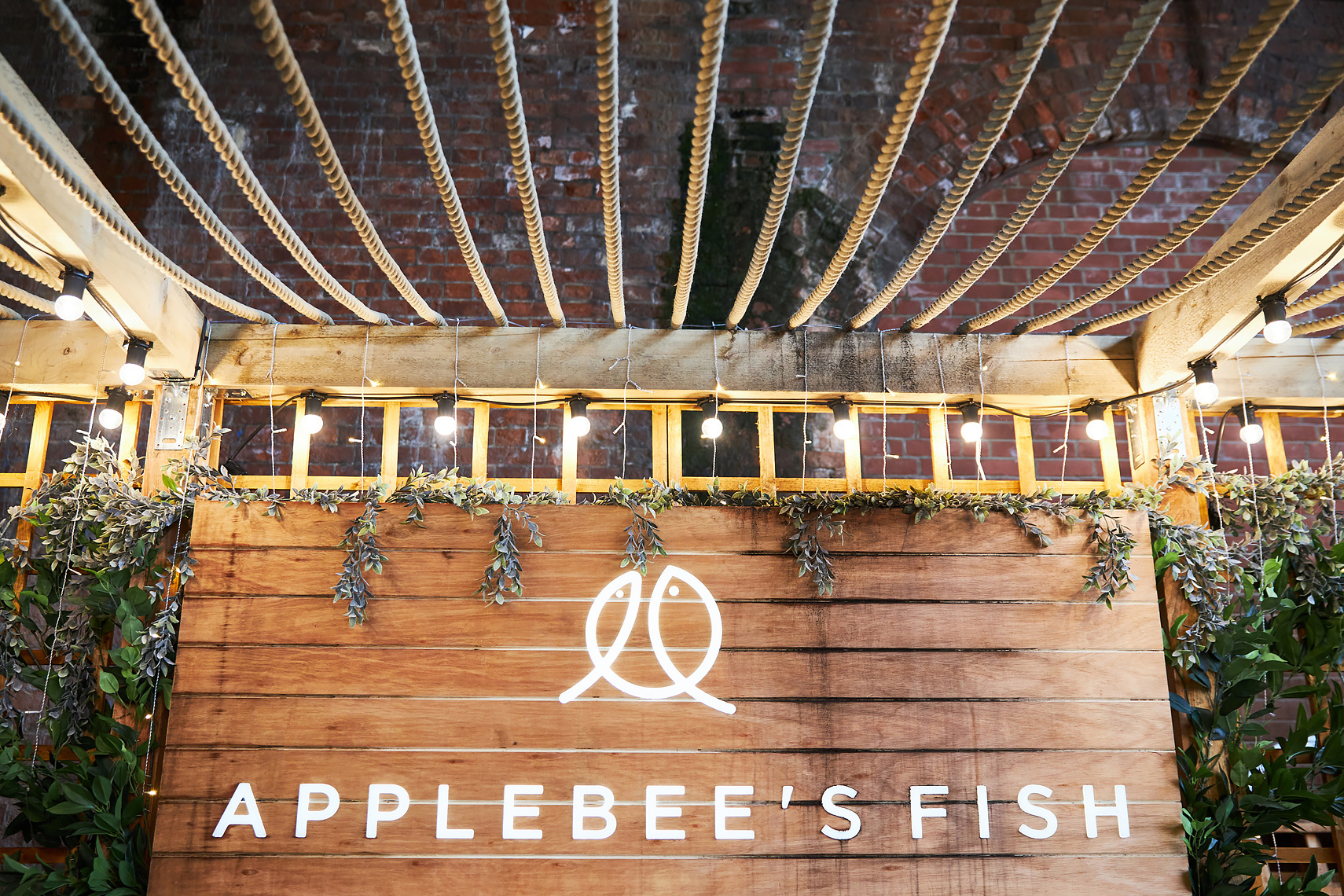 Applebees-Fish-Summer-Pop-Up_HR0001
