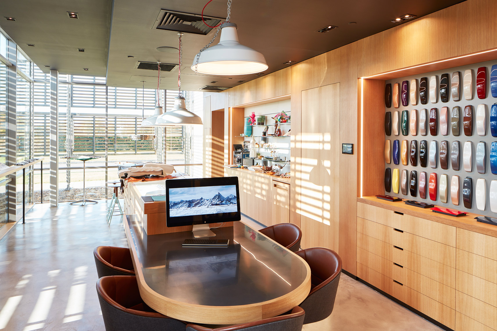 Resolution-Interiors_Rolls-Royce-Showroom_HR0002
